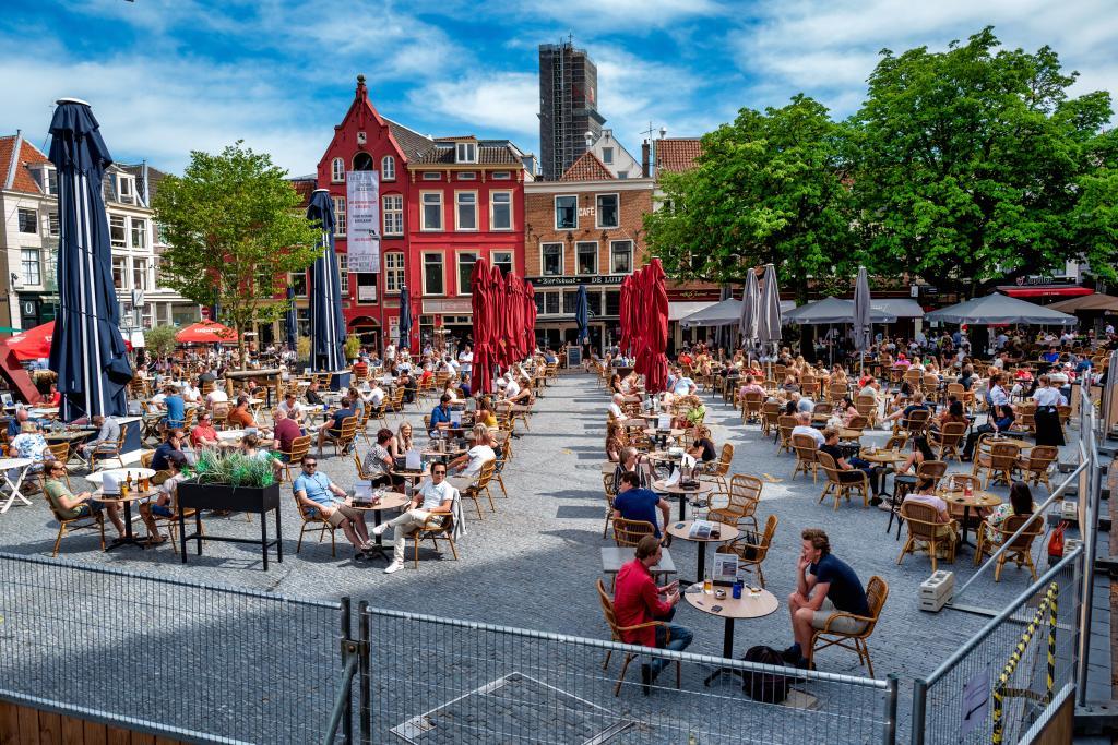 Mensen_op_een_terras